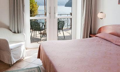 Des Chambres Vue Lac à l'hôtel Hotel Albergo Lenno 4*