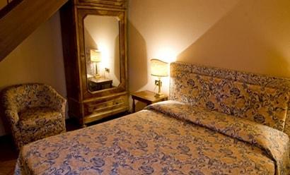 Des Chambres à la Décoration Authentique à l'hôtel Le Due Corti 4*